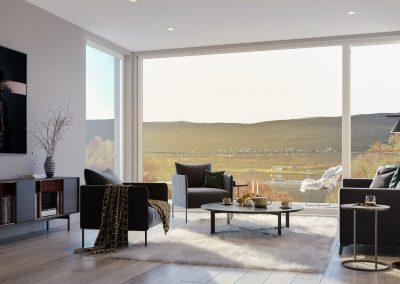 Store vinduer og svarte stoler og sofa