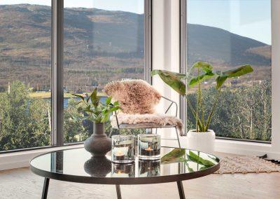 Stuekrok med stol og bord