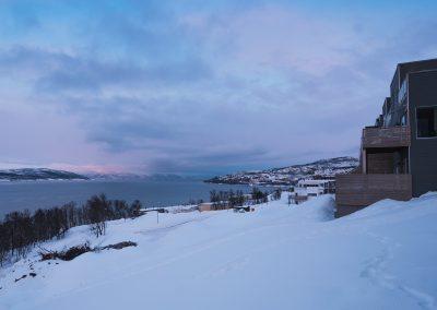 Snø og himmel av plasseringen til Blåtimen